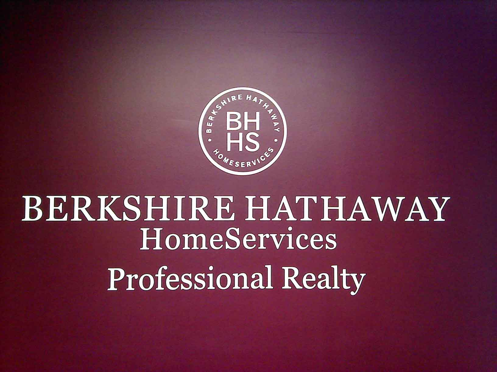 berkshire hathaway essay Berkshire hathaway overview before warren edward buffett, berkshire hathaway was a textile company buffet acquired stocks and before long he was the largest shareholder (1963) buffet acquired stocks and before long he was the largest shareholder (1963.